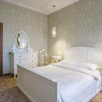 Deluxe Three-Bedroom Apartment - Sverdlova Street 24