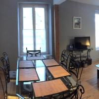 Hotel Pictures: Appartement 3 Pièces Bord de mer Place du 6 Juin, Arromanches-les-Bains