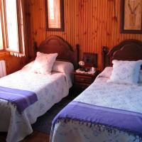 Hotel Pictures: Casas Rurales La Casina, Intriago