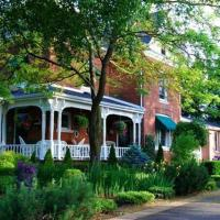 Hotel Pictures: The Country Doll House B&B, Simcoe