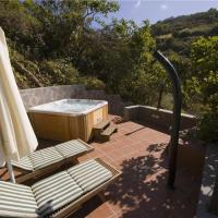 Hotel Pictures: Holiday home Burbuja, Agua de Fontanales