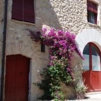 Hotel Pictures: Holiday home Ca La Maria D'Orriols, Casa Vermella, Orriols