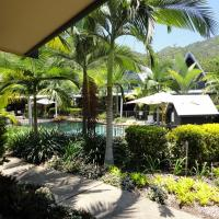 Hotel Pictures: Canopy Chalets, Nelly Bay