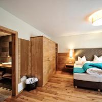 Deluxe Three-Bedroom Apartment