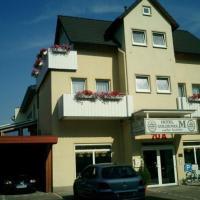 "Hotel Pictures: Hotel ""Goldenes M"", Bad Münder am Deister"