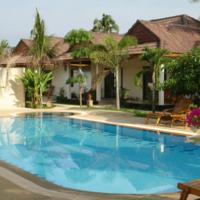 Bungalow with Pool View