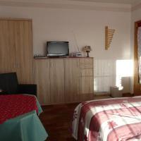 Hotel Pictures: Ferienzimmer Schnell, Sassnitz