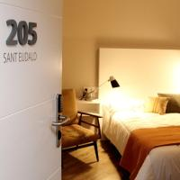 Hotel Pictures: Bressol, Ripoll