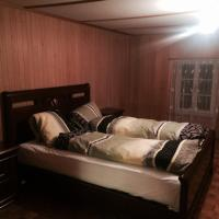 Hotel Pictures: 250 Year Old Swiss Chalet, Gsteigwiler