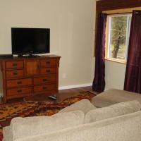 Hotel Pictures: Three-Bedroom House, Duncan