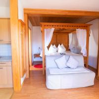 One Bedroom Appartment with Four Poster Bed