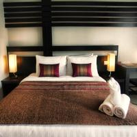 Deluxe Double Room with Pool Access - Free Airport Shuttle