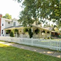 Hotel Pictures: Finlay House Bed and Breakfast, Niagara on the Lake
