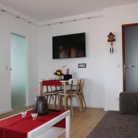Hotel Pictures: TraumAuszeit - Ferienwohnung Waldblick, Unterreichenbach
