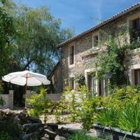 Hotel Pictures: Holiday home La Cour, La Coquille
