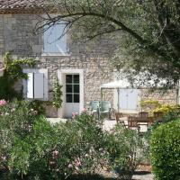 Hotel Pictures: Holiday home Domaine De Chaberton Maison Les Tamaris, Saint-Laurent-d'Aigouze