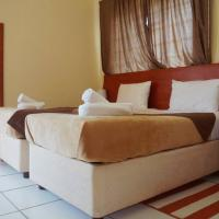 Hotel Pictures: Qhwigaba Guest Lodge, Maun