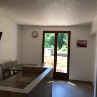 Renovated Two-Bedroom Apartment  (4 Adults)