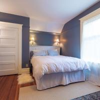 Hotel Pictures: Ellerslie Bed and Breakfast, Fanny Bay