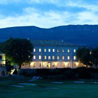 Hotel Pictures: Château et Golf De Taulane, La Martre