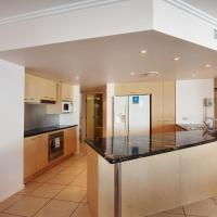 Three Bedroom Apartment with Private Courtyard