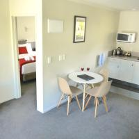 One-Bedroom Apartment with Kitchen and Spa Bath