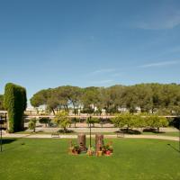 Hotel Pictures: Lantana Garden, Pilas