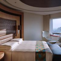 Club Deluxe King Room with View