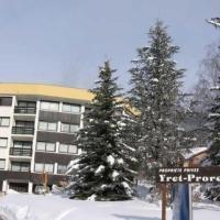 Hotel Pictures: Rental Apartment Yret I- Serre Chevaller, Montereau