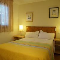 Hotel Pictures: Casa la Paloma, Es Calo