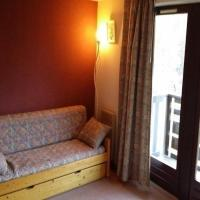 Hotel Pictures: Rental Apartment Orée Du Bois - Puy-Saint-VIncent, Le Poët