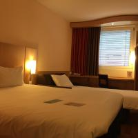 Standard Room with 1 Double and 1 Single Bed