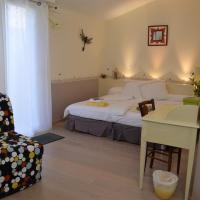 Hotel Pictures: Couette Et Cafe Crème, Le Coudray