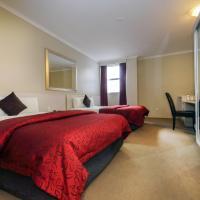 Isa Deluxe Twin Queen Room