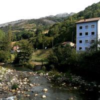 Hotel Pictures: Apartamentos Rurales la Estación, Collanzo