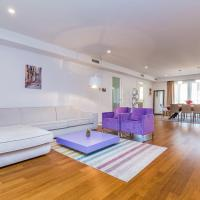 Deluxe Three-Bedroom Apartment with Terrace and Garden View
