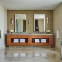Luxury One-Bedroom Suite Arch View