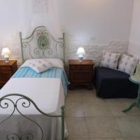 Single Room with External Shared Bathroom