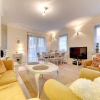 Two-Bedroom Apartment with Garden and Living room ( 6 Adults )