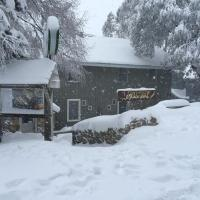 Hotel Pictures: Feathertop Alpine Lodge, Falls Creek