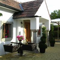 Hotel Pictures: Romantik Chalet, Breitenbrunn