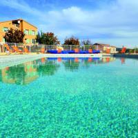 Hotel Pictures: Le Domaine du Grand Luberon, Céreste