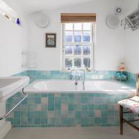 Three-Bedroom Apartment -  Ascham Street II