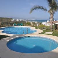 Hotel Pictures: Terrazas de la Bahia apartemento 2065, Manilva