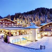 Foto Hotel: Habachklause Baby- & Kinderhotel, Bauernhof & Chalet, Bramberg am Wildkogel