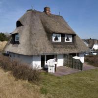 Hotel Pictures: Rantum Dorf - Ferienappartments im Reetdachhaus 3, Rantum