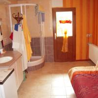 Hotel Pictures: studio, Cranves-Sales