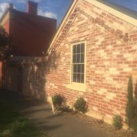 Hotel Pictures: Aarav Cottage, Castlemaine