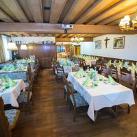 Hotel Pictures: Gasthof Dickinger, Bad Wimsbach-Neydharting