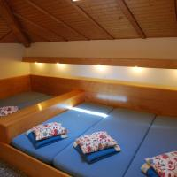 Dormitory Room with Shared Bathroom (5 Adults)